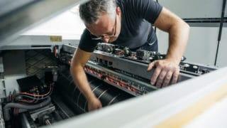 Vorstufe im Druck Prepress Kontrolle der Druckmaschine bei von Stern'sche Druckerei Lüneburg