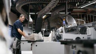Mitarbeiter Zeitungsdruck an den Maschinen bei der von Stern'sche Druckerei Lüneburg