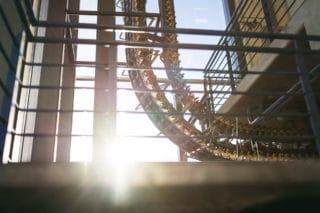 Sonnenlicht fällt in die Fertigsungshalle umweltfreundlicher Zeitungsdruck von Stern'sche Druckerei
