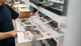 Bogen-Offsetdruck Kontrolle der Qualität in der Von Stern'sche Druckerei