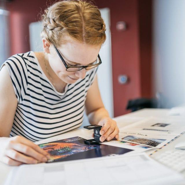 Mitarbeiter Vorstufe Kontrolle Farben Druckerei von Stern'sche